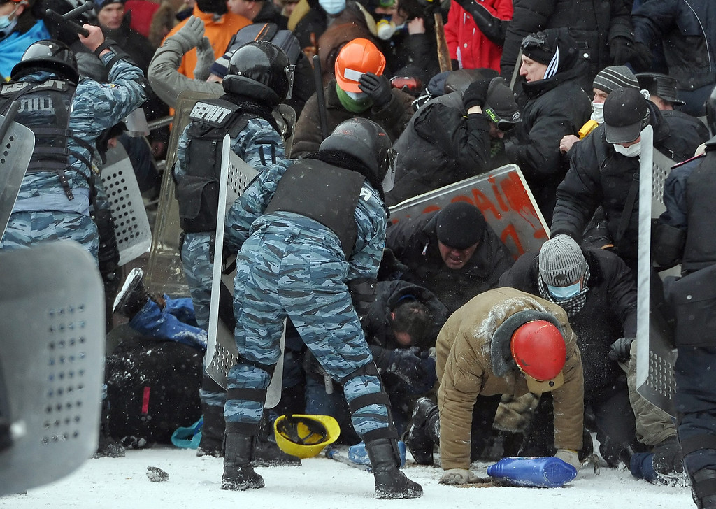 . Ukrainian riot police clash with protesters during an anti-government protest in downtown Kiev, Ukraine, 22 January 2014.  EPA/ALEXEY FURMAN