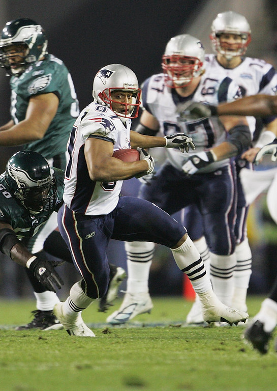 . Wide receiver David Givens #87 of the New England Patriots looks for room to run after a reception against the Philadelphia Eagles during Super Bowl XXXIX at Alltel Stadium on February 6, 2005 in Jacksonville, Florida. The Patriots defeated the Eagles 24-21. (Photo by Jeff Gross/Getty Images)