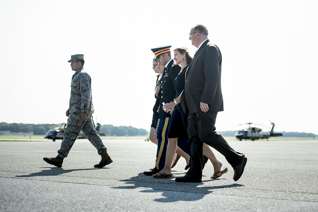. The wife of US Army Maj. Gen. Harold J. Greene, Susan Myers (2ndR) walks with her son US Army First Lieutenant Matthew Greene (3rdR), daughter-in-law Kasandra Greene (3R), daughter Amelia Greene (2R) and others to speak with a C-17\'s flight crew after a dignified transfer  at Dover Air Force Base August 7, 2014 in Delaware.  AFP PHOTO/Brendan SMIALOWSKI/AFP/Getty Images