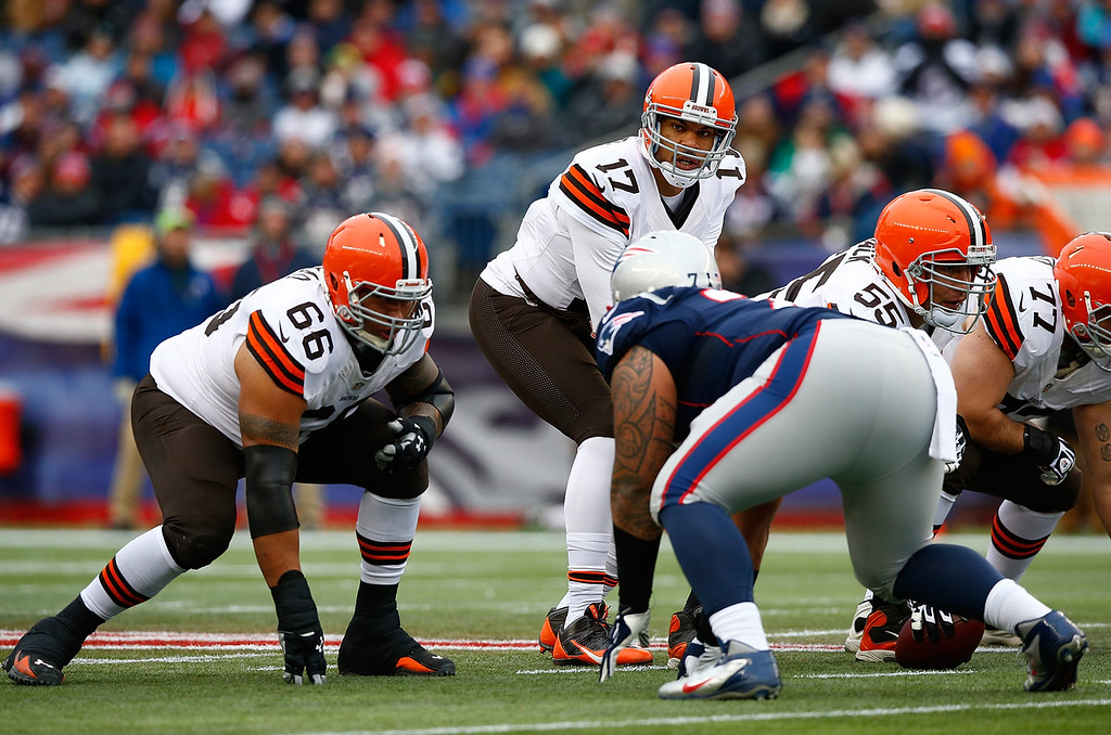 . Jason Campbell #17 of the Cleveland Browns lines up behind center against the New England Patriots in the first quarter during the game at Gillette Stadium on December 8, 2013 in Foxboro, Massachusetts.  (Photo by Jared Wickerham/Getty Images)