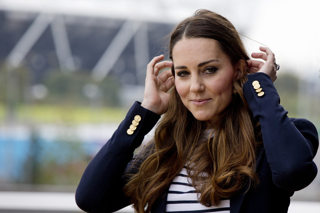 . Britain\'s Kate, The Duchess of Cambridge, departs after attending a SportsAid Athlete Workshop,  at the Queen Elizabeth Olympic Park in London, Friday, Oct. 18, 2013.  (AP Photo/David Bebber, Pool)