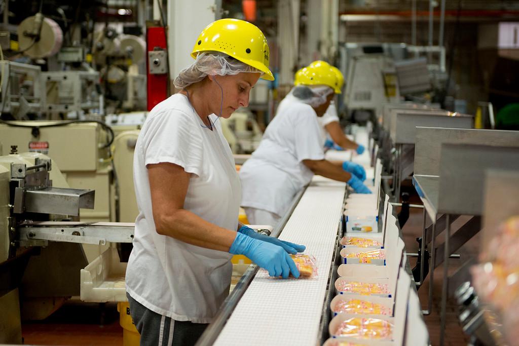. Employee Jodi Lane sorts Hostess Brands LLC Twinkies snack cakes at the company\'s bakery in Schiller Park, Illinois, U.S., on Monday, July 15, 2013.Photographer: Daniel Acker/Bloomberg