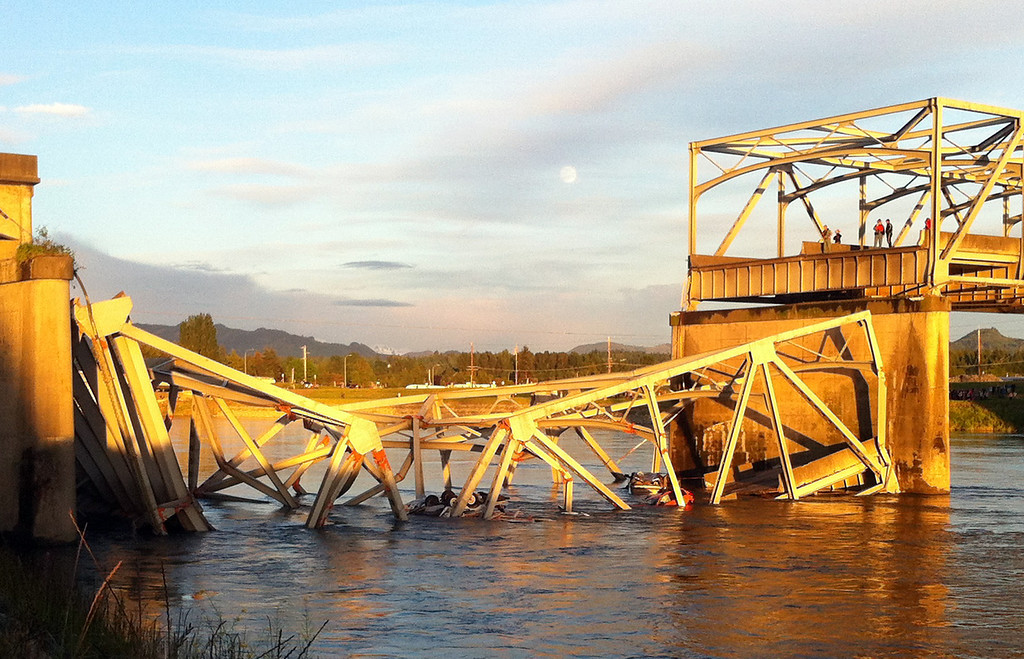 . A portion of the Interstate 5 bridge is submerged after it collapsed into the Skagit River dumping vehicles and people into the water in Mount Vernon, Wash., Thursday, May 23, 2013 according to the Washington State Patrol. (AP Photo/Skagit Valley Herald, Frank Varga)