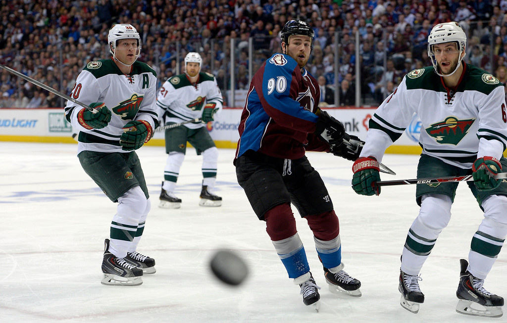 . Ryan O\'Reilly (90) of the Colorado Avalanche keeps an eye on the puck in the Minnesota zone during the first period of action. (Photo by John Leyba/The Denver Post)
