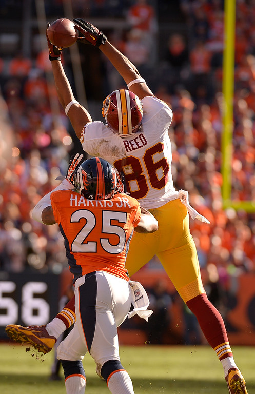 . Washington Redskins tight end Jordan Reed (86) has the ball go right through his hands in the second quarter during their game against the Denver Broncos.   (Photo by John Leyba/The Denver Post)