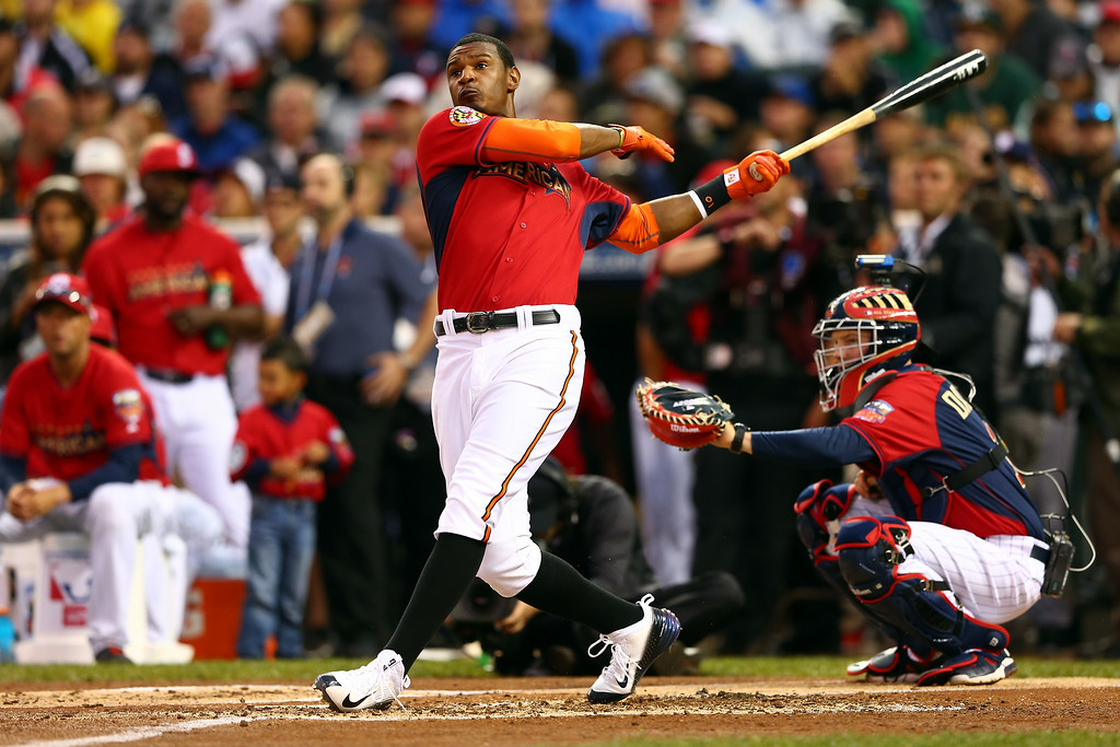 . American League All-Star Adam Jones #10 of the Baltimore Orioles bats during the Gillette Home Run Derby at Target Field on July 14, 2014 in Minneapolis, Minnesota.  (Photo by Elsa/Getty Images)