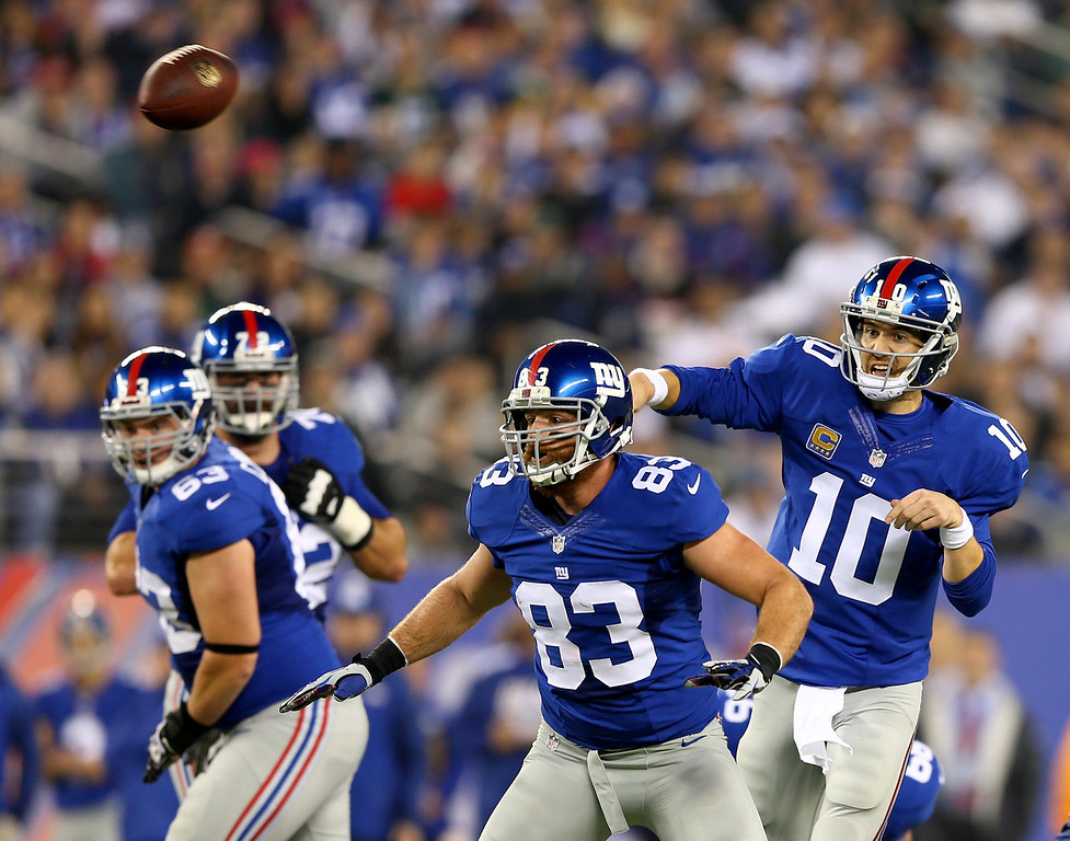 . Eli Manning #10 of the New York Giants passes the ball to Rueben Randle in the first quarter against the Green Bay Packers at MetLife Stadium on November 17, 2013 in East Rutherford, New Jersey.Randle ran the ball in for a touchdown.  (Photo by Elsa/Getty Images)