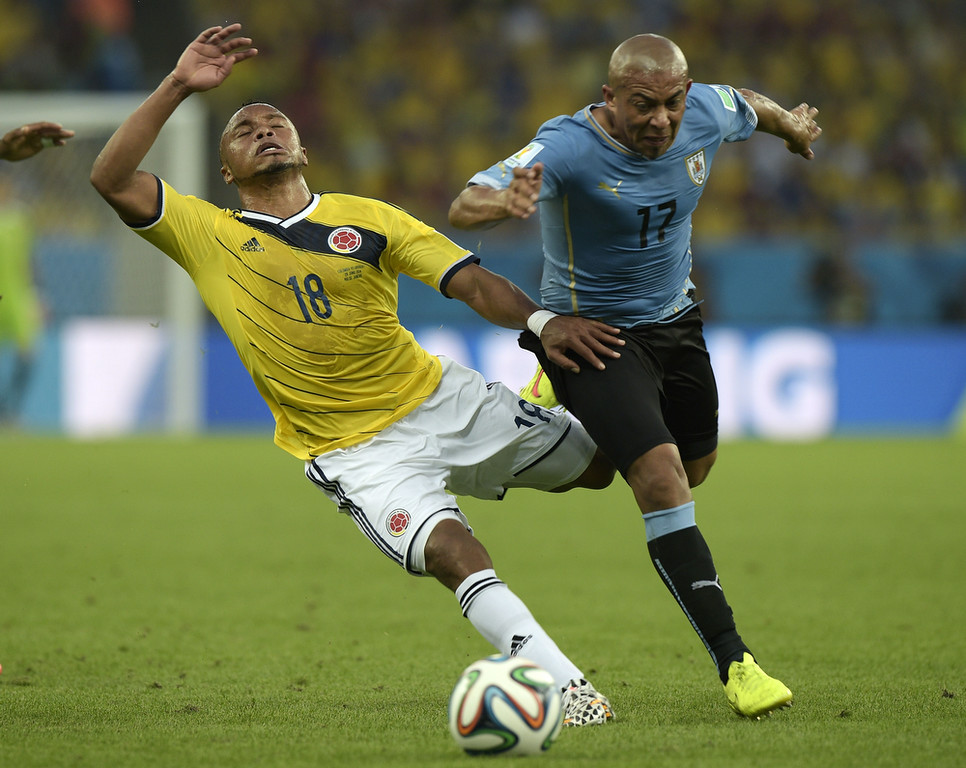 . Colombia\'s defender Camilo Zuniga (L) and Uruguay\'s midfielder Egidio Arevalo Rios vie for the ball during the Round of 16 football match between Colombia and Uruguay at the Maracana Stadium in Rio de Janeiro during the 2014 FIFA World Cup on June 28, 2014.  (DANIEL GARCIA/AFP/Getty Images)