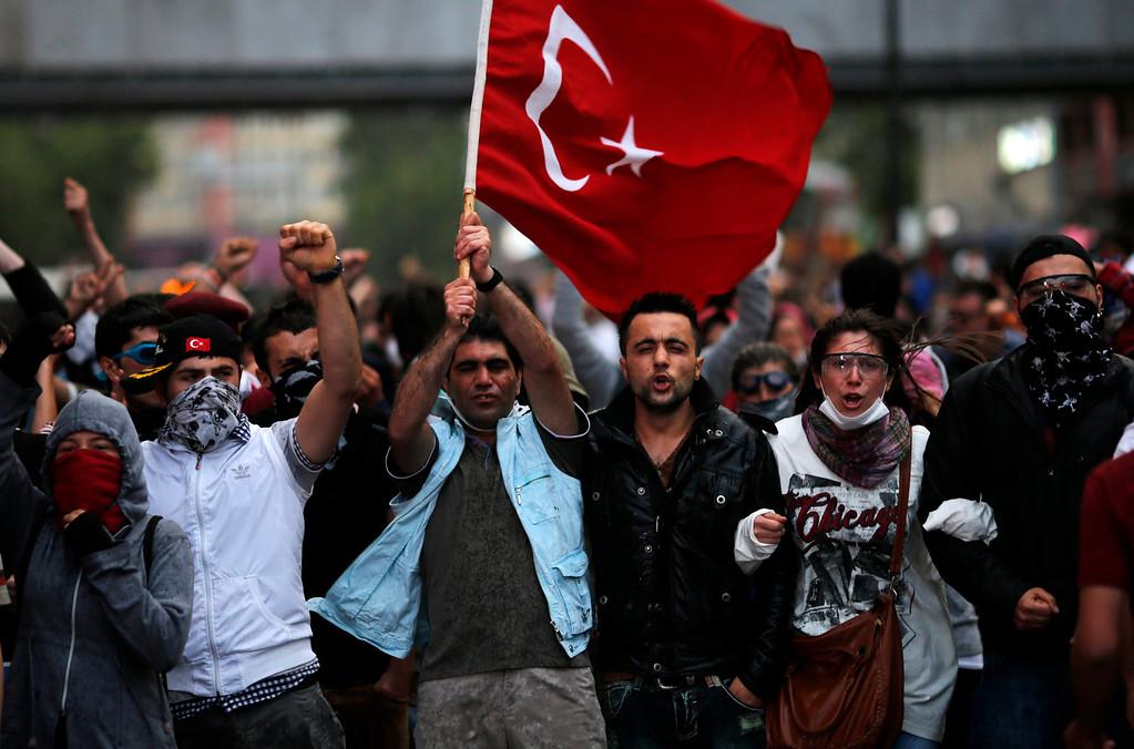 . Anti-government protesters demonstrate in Ankara June 4, 2013.  REUTERS/Umit Bektas