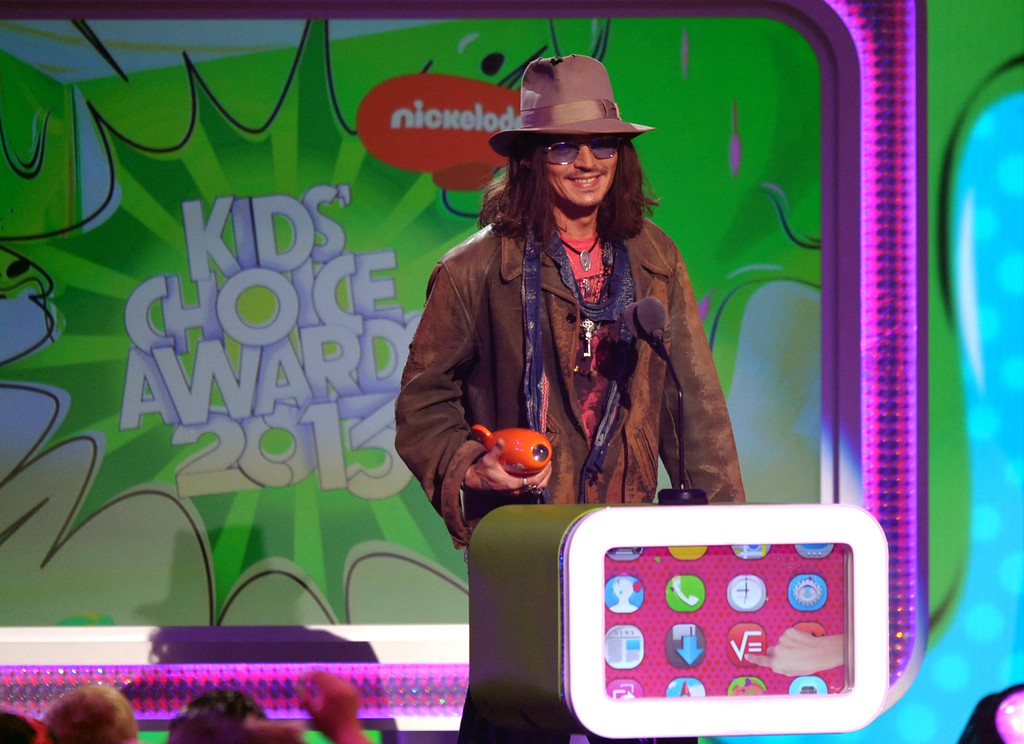 . Johnny Depp accepts the award for favorite movie actor for �Dark Shadows� at the 26th annual Nickelodeon\'s Kids\' Choice Awards on Saturday, March 23, 2013, in Los Angeles. (Photo by John Shearer/Invision/AP)