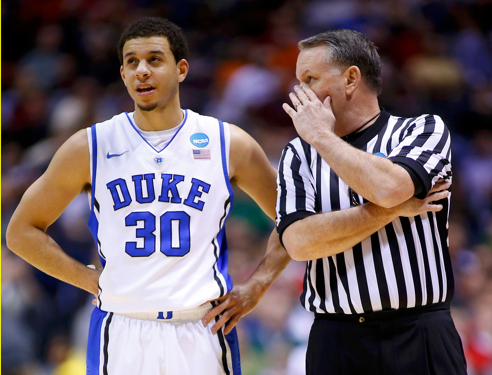 . An official speaks with Duke Blue Devils guard Seth Curry (30) in the first half against the Michigan State Spartans during their Midwest Regional NCAA men\'s basketball game in Indianapolis, Indiana, March 29, 2013. REUTERS/Jeff Haynes