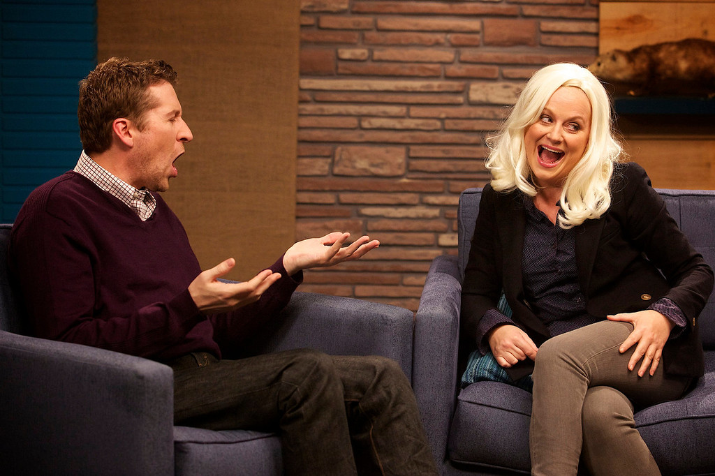 """. Host Scott Aukerman confronts guest Amy Poehler about her hair and feud with Mad Magazine in IFC\'s \""""Comedy Bang! Bang!\""""  (Photo by Chris Ragazzo/IFC)"""