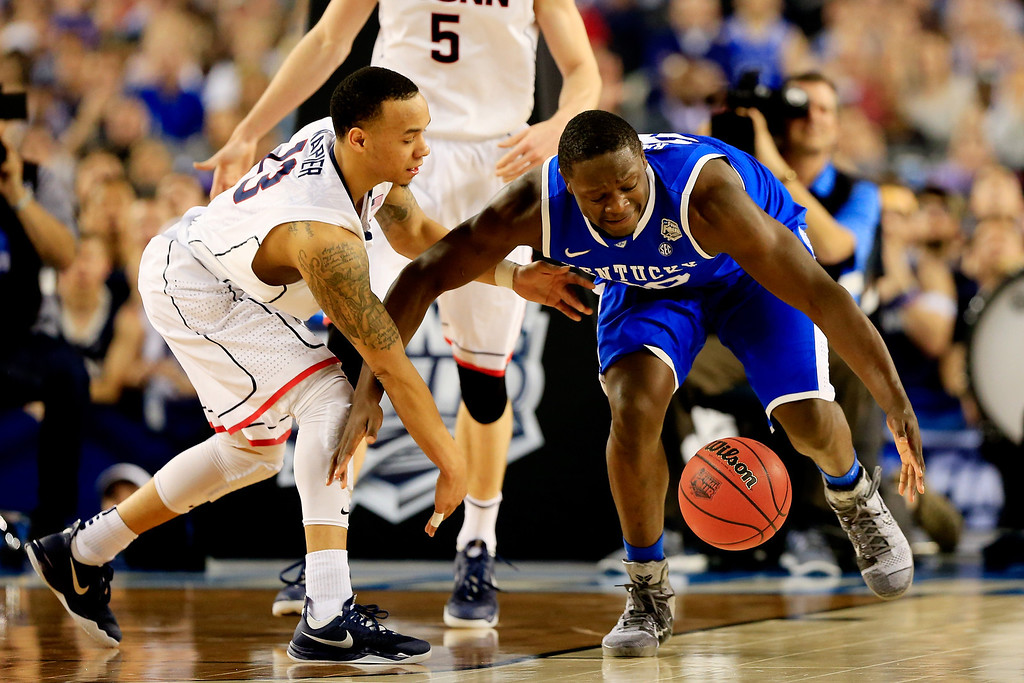 . ARLINGTON, TX - APRIL 07:  Shabazz Napier #13 of the Connecticut Huskies and Julius Randle #30 of the Kentucky Wildcats battle for a loose ball during the NCAA Men\'s Final Four Championship at AT&T Stadium on April 7, 2014 in Arlington, Texas.  (Photo by Jamie Squire/Getty Images)