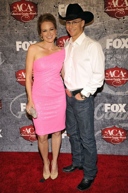 . From left, Singer Jewel and Rodeo Cowboy Ty Murray arrives at the American Country Awards on Monday, Dec. 10, 2012, in Las Vegas. (Photo by Jeff Bottari/Invision/AP)