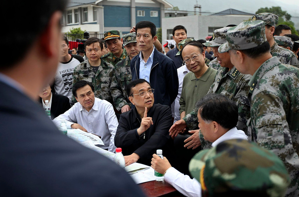 . China\'s Premier Li Keqiang (C) visits after a strong earthquake hits Lushan county, Ya\'an, Sichuan province, April 20, 2013. The 6.6 magnitude earthquake hit a remote, mostly rural and mountainous area of southwestern China\'s Sichuan province on Saturday, killing at least 102 people and injuring about 2,200 close to where a big quake killed almost 70,000 people in 2008. REUTERS/Stringer