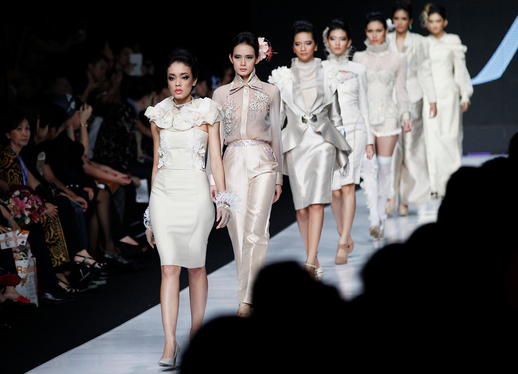 . Models display creations by Indonesian designer Lusiana Liauw during the Jakarta Fashion Week in Jakarta, Indonesia, Monday, Oct. 21, 2013. (AP Photo/Achmad Ibrahim)