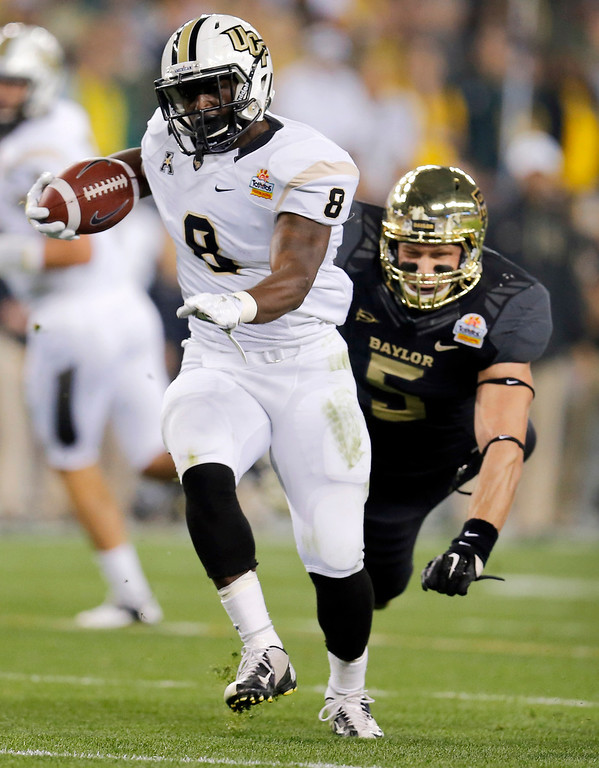 . Central Florida running back Storm Johnson (8) breaks free from Baylor linebacker Eddie Lackey (5) for a touchdown during the first half of the Fiesta Bowl NCAA college football game, Wednesday, Jan. 1, 2014, in Glendale, Ariz. (AP Photo/Matt York)