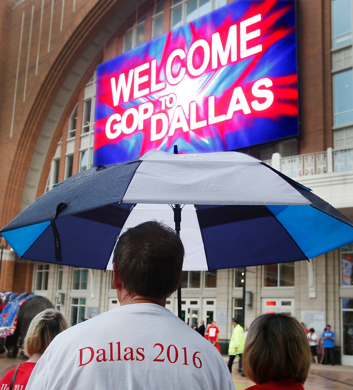 . An early morning drizzle doesn\'t dampen the the excitement outside the American Airlines Center, as supporters wait for the Republican National Committee site selection committee to arrive at the arena, on Thursday, June 12, 2014.  (Louis DeLuca/Dallas Morning News)