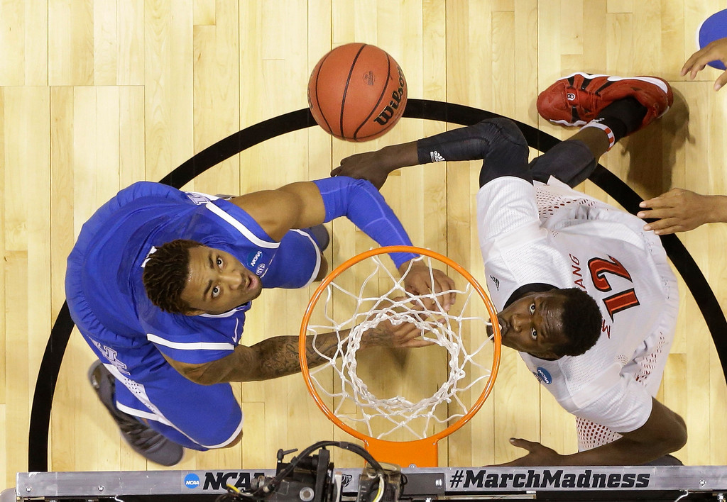 . Kentucky\'s James Young, left, Louisville\'s Mangok Mathiang go after a rebound during the first half of an NCAA Midwest Regional semifinal college basketball tournament game Friday, March 28, 2014, in Indianapolis. (AP Photo/Michael Conroy)