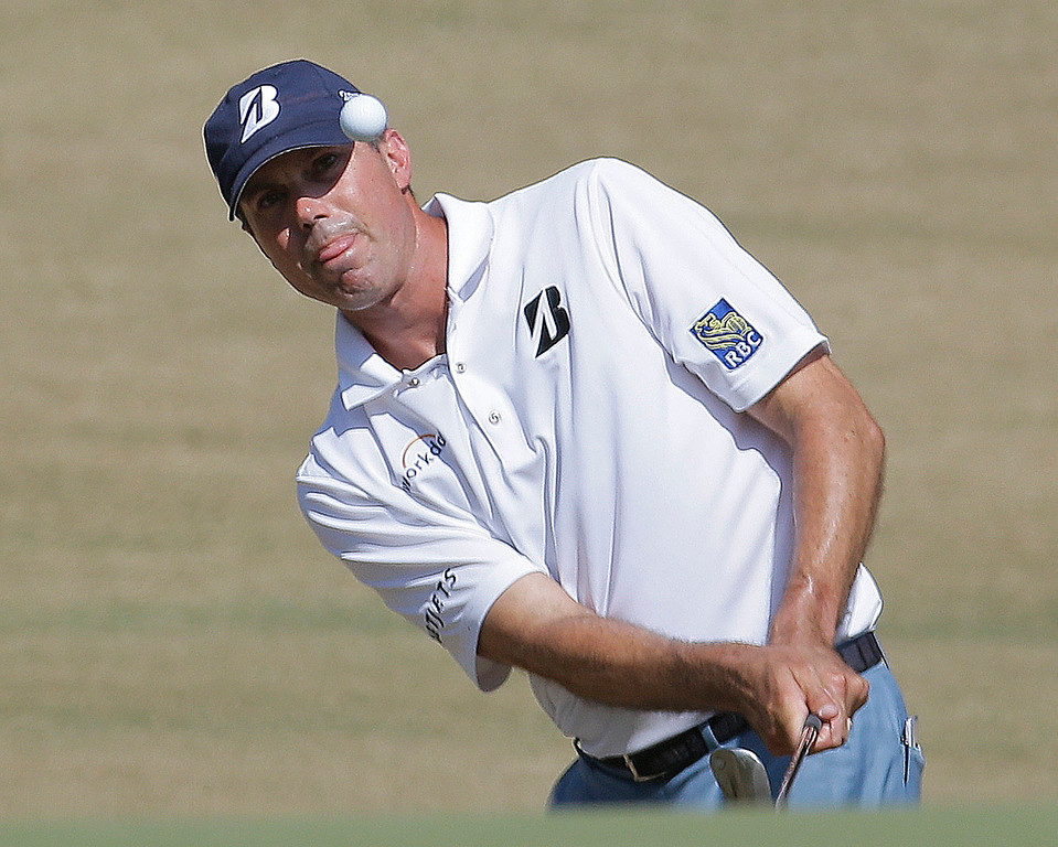. Matt Kuchar chips to the green on the sixth hole during the final round of the U.S. Open golf tournament in Pinehurst, N.C., Sunday, June 15, 2014. (AP Photo/Eric Gay)