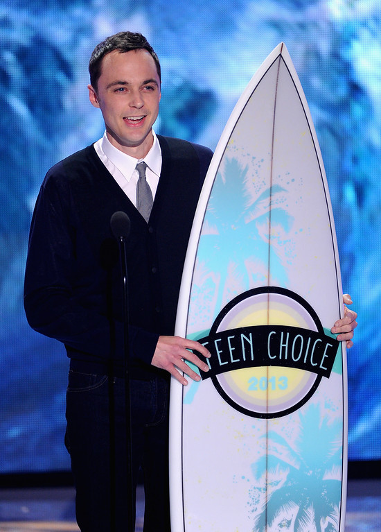 ". UNIVERSAL CITY, CA - AUGUST 11:  Actor Jim Parsons accepts Choice TV Actor: Comedy award for ""The Big Bang Theory\"" onstage during the Teen Choice Awards 2013 at Gibson Amphitheatre on August 11, 2013 in Universal City, California.  (Photo by Kevin Winter/Getty Images)"