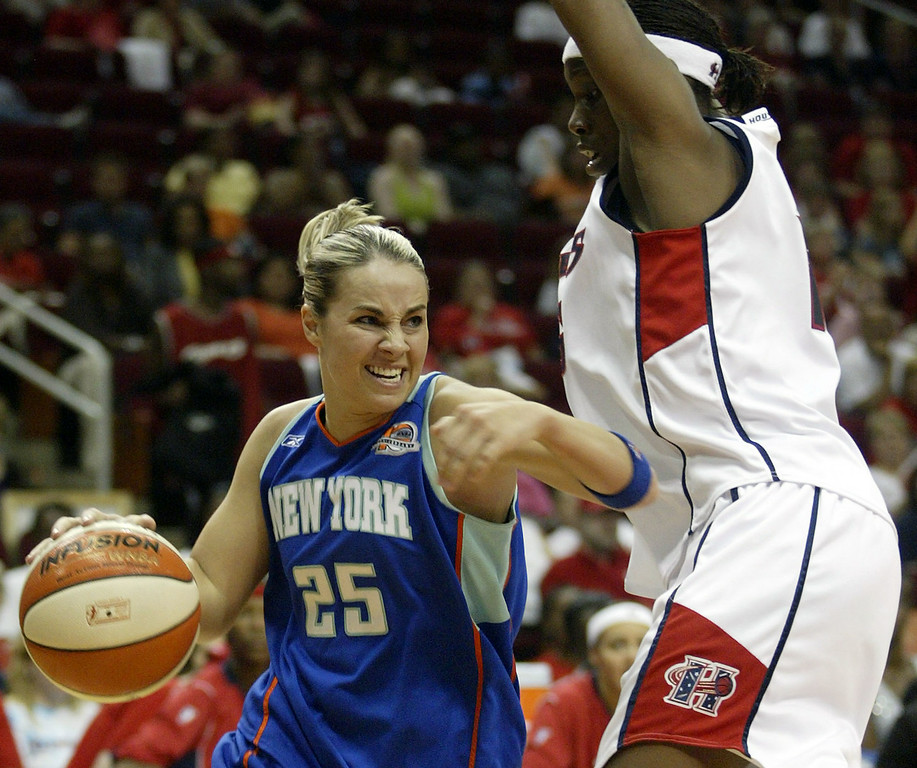 . New York Liberty\'s Becky Hammon, left, drives to the basket as Houston Comets\' Sancho Lyttle, right, defends during the first half of a WNBA  basketball game on Friday, June 9, 2006, in Houston.  (AP Photo/Jessica Kourkounis)