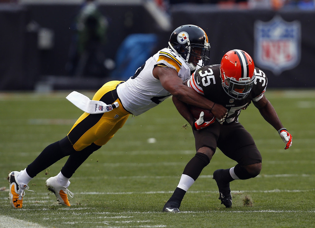 . Running back Fozzy Whittaker #35 of the Cleveland Browns runs the ball as he is hit by safety Ryan Clark #25 of the Pittsburgh Steelers at FirstEnergy Stadium on November 24, 2013 in Cleveland, Ohio.  (Photo by Matt Sullivan/Getty Images)