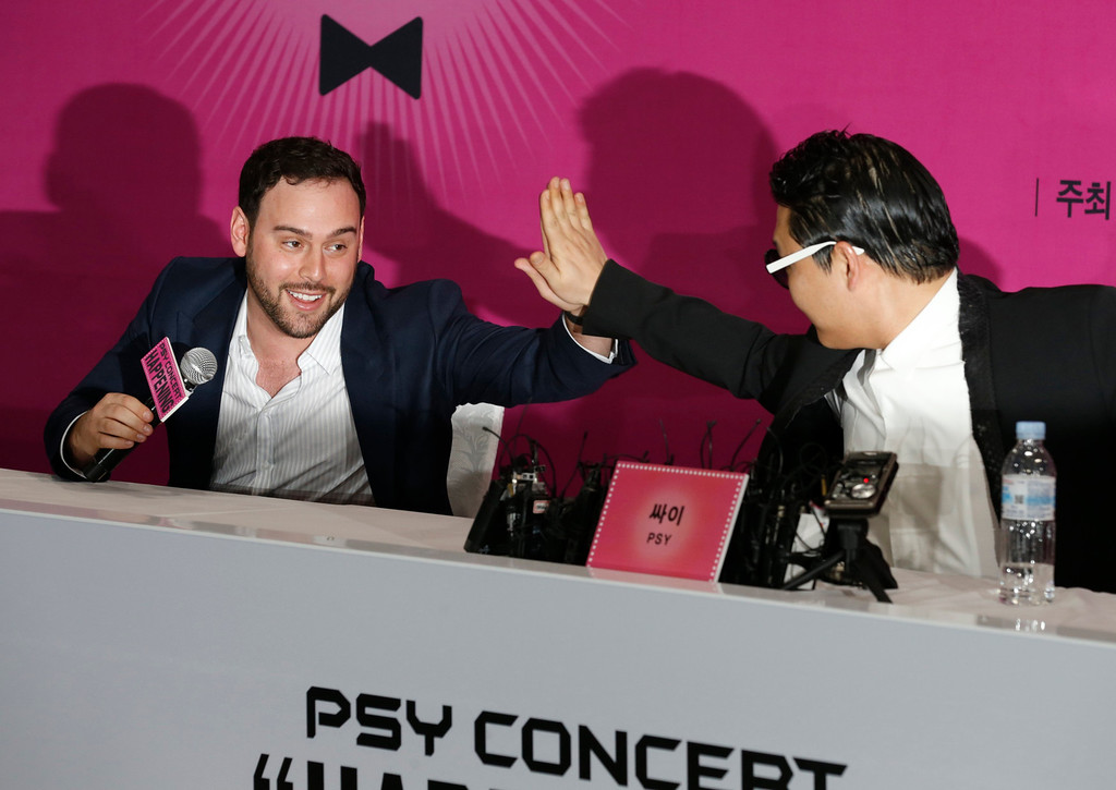 """. South Korean rapper Psy and Talent Manager Scooter Braun (L) react during a news conference before Psy\'s concert in Seoul April 13, 2013. Psy will perform \""""Gentleman\"""" in public for the first time on Saturday at a concert at Seoul\'s World Cup stadium but he has been coy about what dance to expect this time, except to hint that it is based on traditional Korean moves. Psy released his new single on Thursday hoping to repeat the success of \""""Gangnam Style\"""" that made him the biggest star to emerge from the growing K-pop music scene.  REUTERS/Lee Jae-Won"""