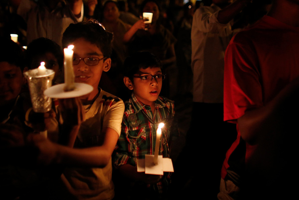 . Children hold candles while participating in a candlelight vigil to mark Earth Hour in Mumbai March 23, 2013. Earth Hour, when everyone around the world is asked to turn off lights for an hour from 8.30 p.m. local time, is meant as a show of support for tougher actions to confront climate change. REUTERS/Danish Siddiqui