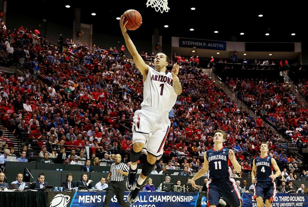 . Gabe York #1 of the Arizona Wildcats shoots against the Gonzaga Bulldogs in the first half during the third round of the 2014 NCAA Men\'s Basketball Tournament at Viejas Arena on March 23, 2014 in San Diego, California.  (Photo by Jeff Gross/Getty Images)