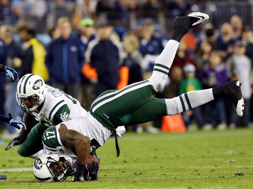 . New York Jets wide receiver Braylon Edwards (17) makes a catch against the Tennessee Titans in the first quarter of an NFL football game, Monday, Dec. 17, 2012, in Nashville, Tenn. (AP Photo/Wade Payne)