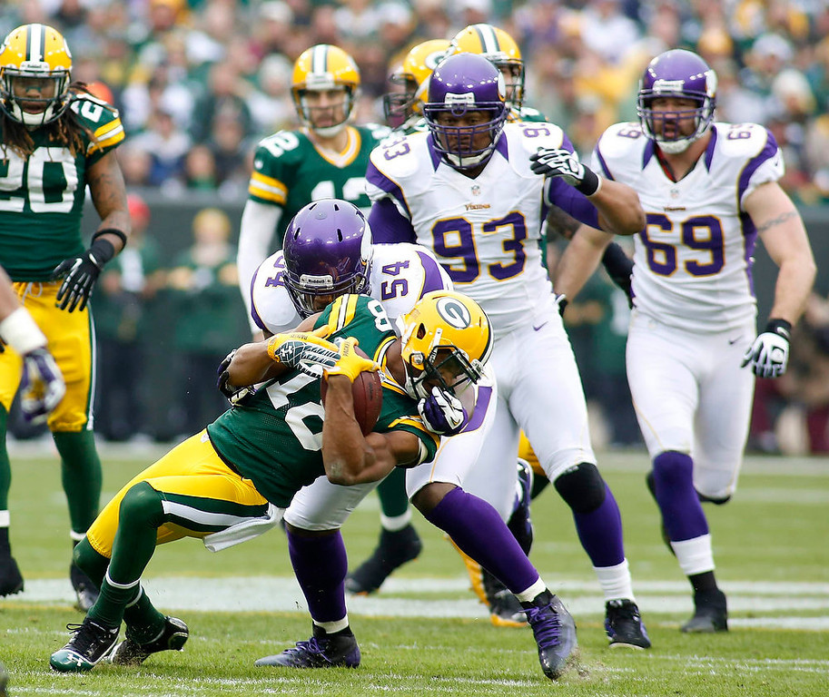 . Green Bay Packers wide receiver Randall Cobb (L) is tackled by Minnesota Vikings linebacker Jasper Brinkley during the first half of a NFL football game in Green Bay, Wisconsin December 2, 2012. REUTERS/Darren Hauck