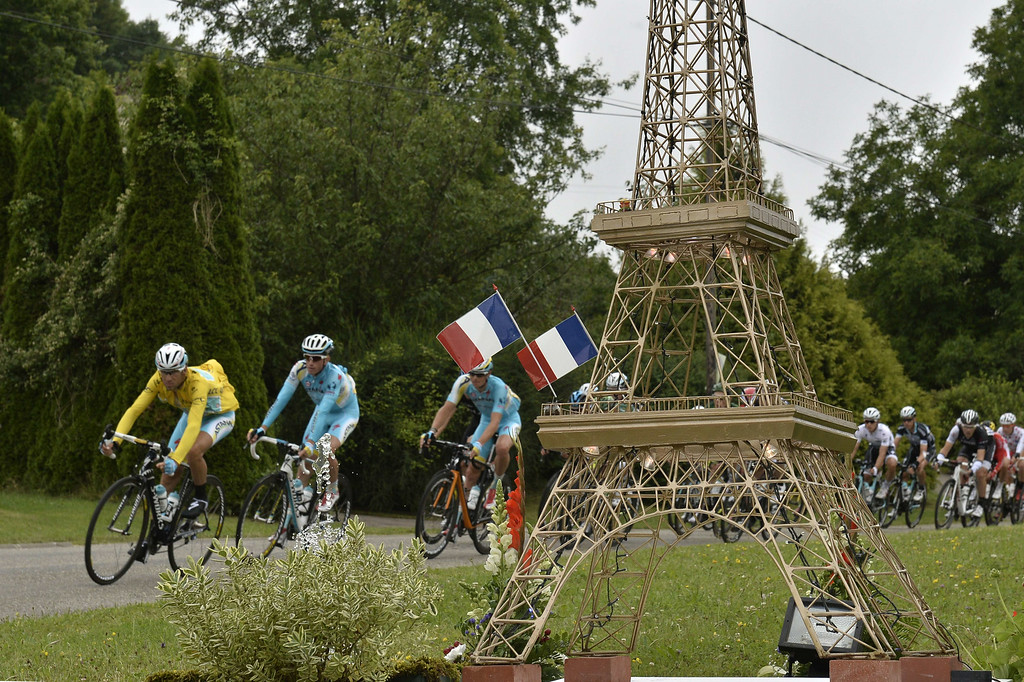 . Italy\'s Vincenzo Nibali (L) wearing the overall leader\'s yellow jersey and his Kazakhstan\'s Astana teammates, ride past a model of the Eiffel Tower during the 234.5 km seventh stage of the 101st edition of the Tour de France cycling race on July 11, 2014 between Epernay and Nancy, northeastern France.  AFP PHOTO / JEFF  PACHOUD/AFP/Getty Images