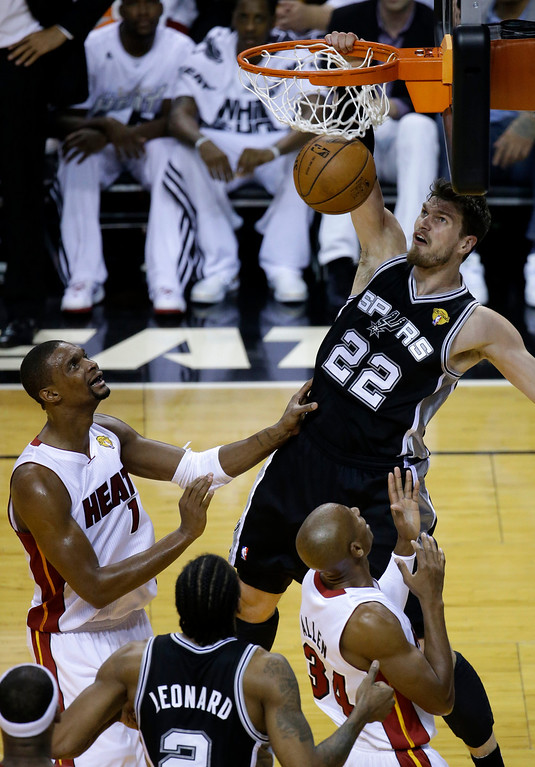 . San Antonio Spurs center Tiago Splitter (22) dunks against the Miami Heat in the first half in Game 4 of the NBA basketball finals, Thursday, June 12, 2014, in Miami. (AP Photo/Wilfredo Lee)