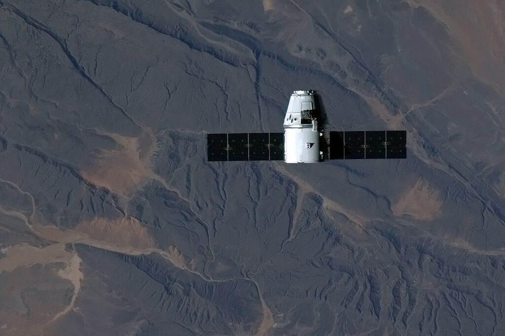 . This NASA image on Twitter by ISS Flight Engineer Chris Hadfield, the SpaceX Dragon cargo vehicle soars over sub-Saharan Africa during the approach to the International Space Station on March 3, 2013. The privately-owned unmanned US space capsule owned by SpaceX arrived at the International Space Station on March 3, bringing to the space outpost food, scientific materials and other crucial equipment. The capsule named Dragon was captured -- with the help of a robotic arm - by NASA Expedition 34 Commander Kevin Ford and Flight Engineer Tom Marshburn, 5:31 am EST (1031 GMT), when the ISS was over northern Ukraine, US space officials said.   AFP PHOTO/HANDOUT/ NASA / Chris Hadfield