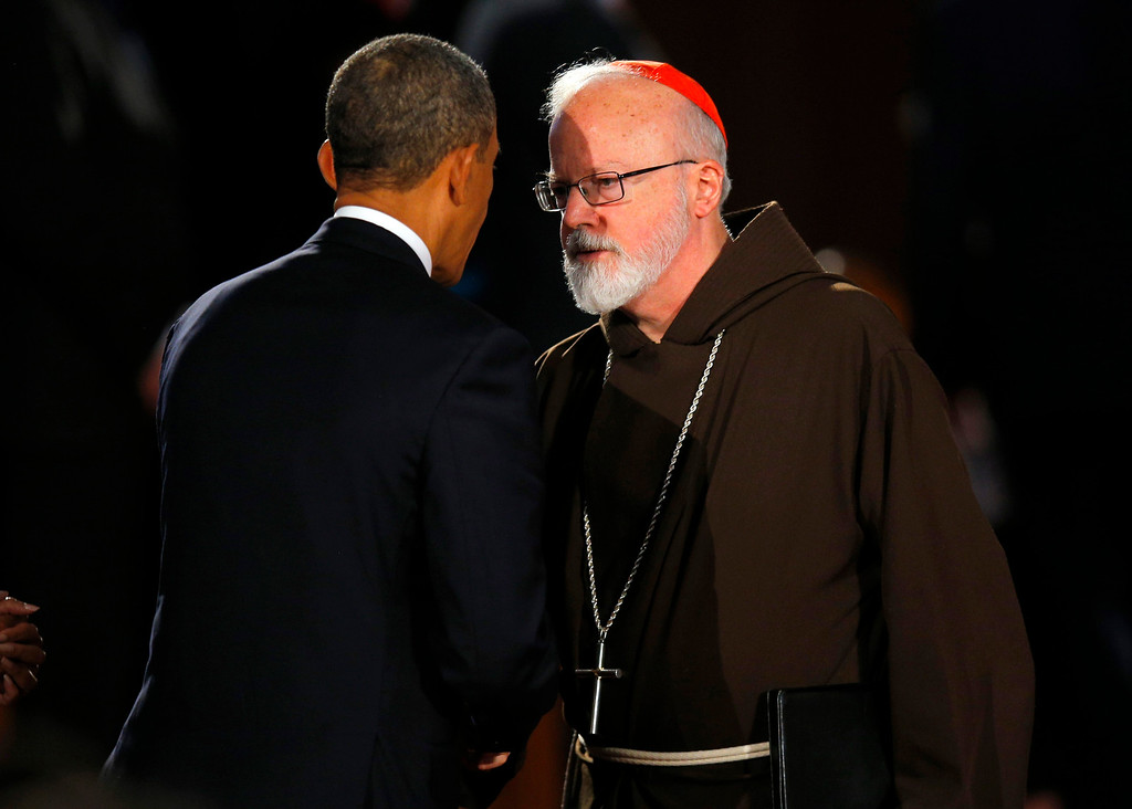 . U.S. President Barack Obama talks to Cardinal Sean O\'Malley during an interfaith memorial service for the victims of the bombing at the Boston Marathon in Boston, Massachusetts April 18, 2013.  REUTERS/Brian Snyder