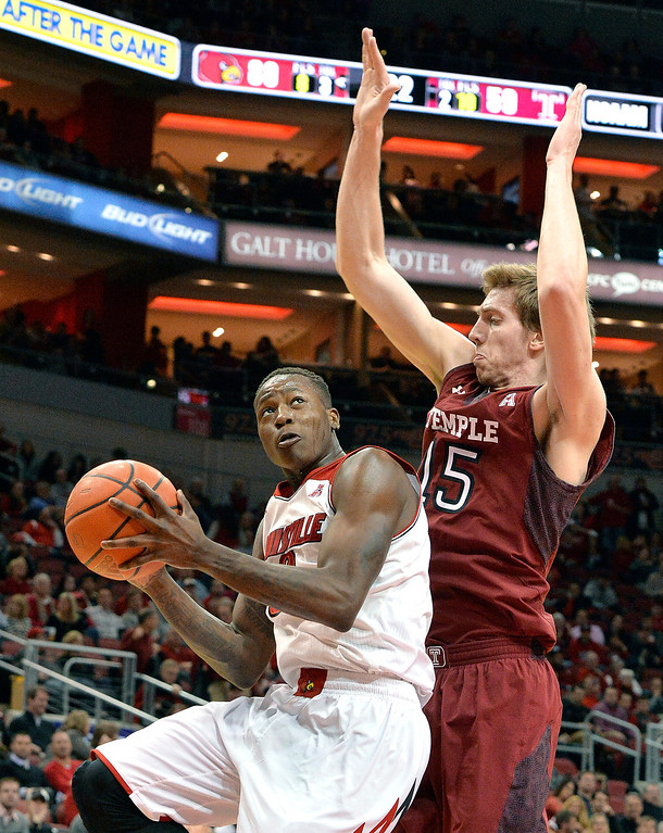 . Louisville\'s Terry Rozier, left, looks for a shot against Temple\'s Jimmy McDonnell during the second half of an NCAA college basketball game, Thursday, Feb. 27, 2014, in Louisville, Ky. Louisville defeated Temple 88-66. (AP Photo/Timothy D. Easley)