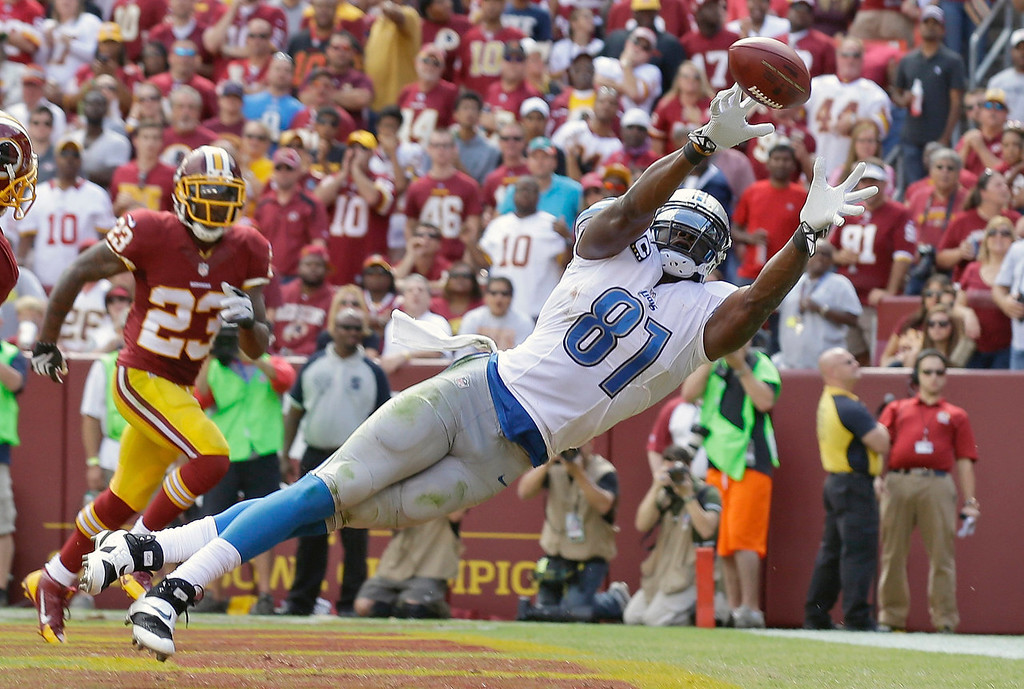 . Detroit Lions tight end Brandon Pettigrew can\'t quite reach a Matthew Stafford pass in the end zone as Washington Redskins cornerback DeAngelo Hall watches in the background during the first half of a NFL football game in Landover, Md., Sunday, Sept. 22, 2013. (AP Photo/Alex Brandon)