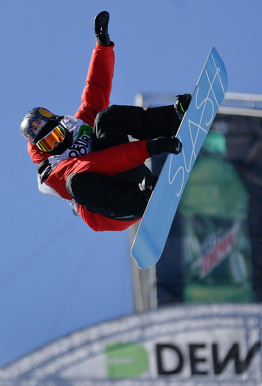 . Greg Bretz competes during the men\'s snowboarding superpipe final at the Dew Tour iON Mountain Championships, Saturday, Dec. 14, 2013, in Breckenridge, Colo. Bretz took first place in the event. (AP Photo/Julie Jacobson)