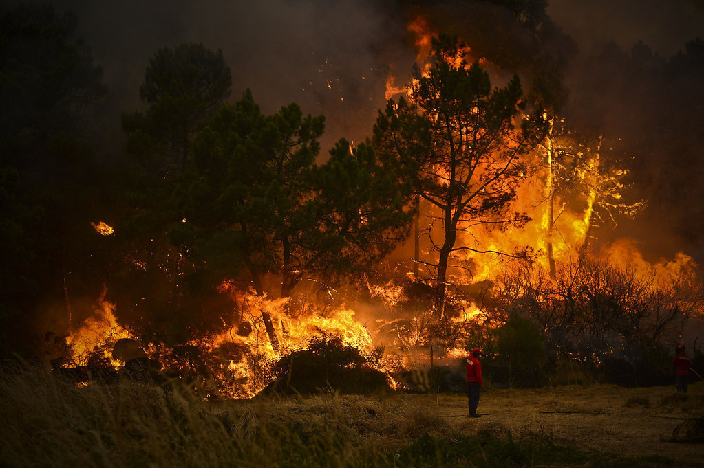 . Firefighters try to putout a wildfire in Caramulo, central Portugal on August 29, 2013. Five Portuguese mountain villages were evacuated overnight as forest fires intensified in the country\'s north and centre, officials said today. As many as 1,400 firefighters were dispatched Thursday to tackle the blaze in the mountains and another raging further north in the national park of Alvao, where 2,000 hectares (4,900 acres) of pine forest have already been destroyed, according to the local mayor.   PATRICIA DE MELO MOREIRA/AFP/Getty Images