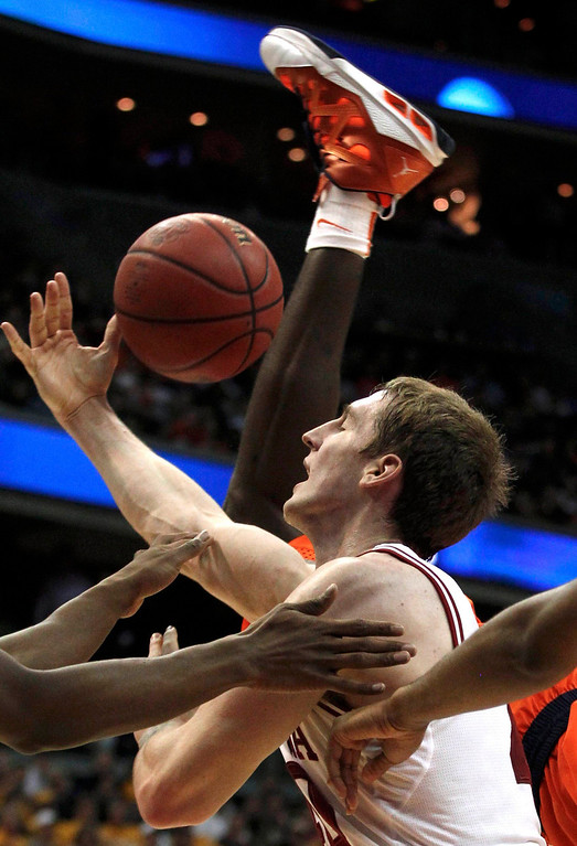 . Indiana Hoosiers forward Cody Zeller tries to control the ball against the Syracuse Orange during the first half in their East Regional NCAA men\'s basketball game in Washington, March 28, 2013. REUTERS/Larry Downing