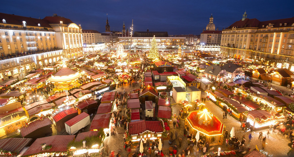 . General view of the 579th Dresden Striezelmarkt (Christmas Market) in front of the Kreuzkirche church in Dresden, Germany, 27 November 2013. Germany\'s oldest Christmas market is open until 24 December 2013.  EPA/SEBASTIAN KAHNERT