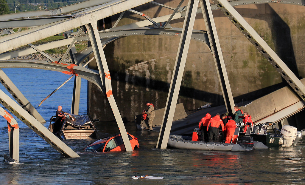 . In this photo provided by Francisco Rodriguez, rescue boats approach victims at their vehicles in the Skagit River after the collapse of the Interstate 5 bridge there minutes earlier Thursday, May 23, 2013, in Mount Vernon, Wash. (AP Photo/Francisco Rodriguez)