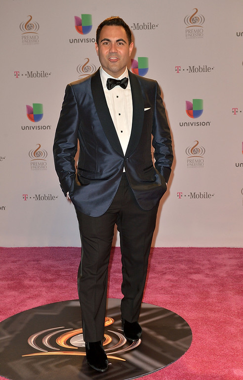 ". Enrique Santos arrives at the 25th Anniversary Of Univision\'s ""Premio Lo Nuestro A La Musica Latina\"" on February 21, 2013 in Miami, Florida.  (Photo by Gustavo Caballero/Getty Images for Univision)"