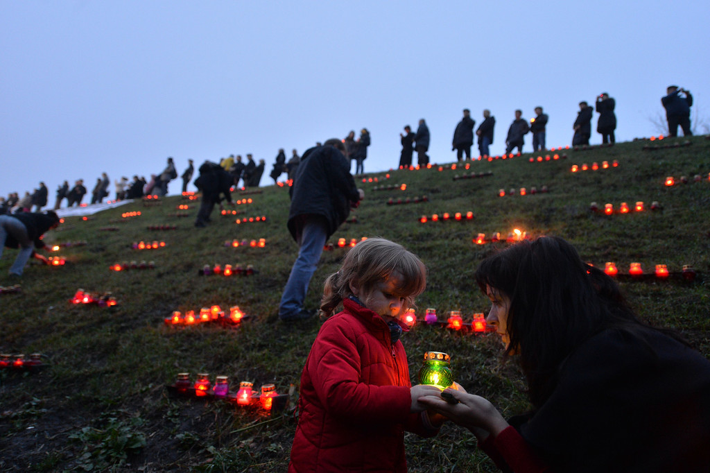 . Ukrainians place candles in memory of the victims of the Holodomor famine during a ceremony at the Holodomor memorial in Kiev on November 23, 2013.  AFP PHOTO/ SERGEI  SUPINSKY/AFP/Getty Images