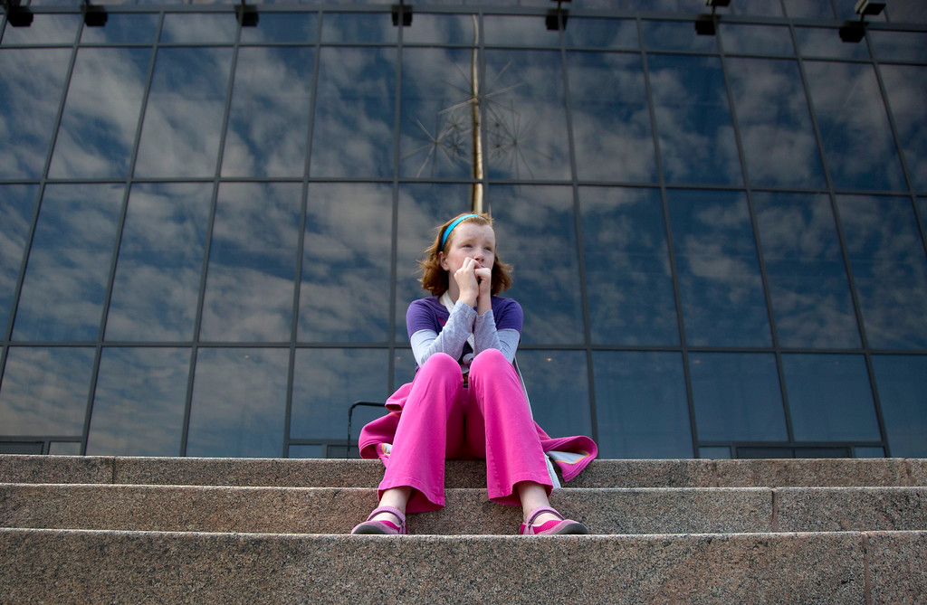 . Fay Wagstaff, of El Paso, Texas, sits on the front steps of the closed Smithsonian National Air and Space Museum in Washington, Tuesday, Oct. 1, 2013.  (AP Photo/Carolyn Kaster)