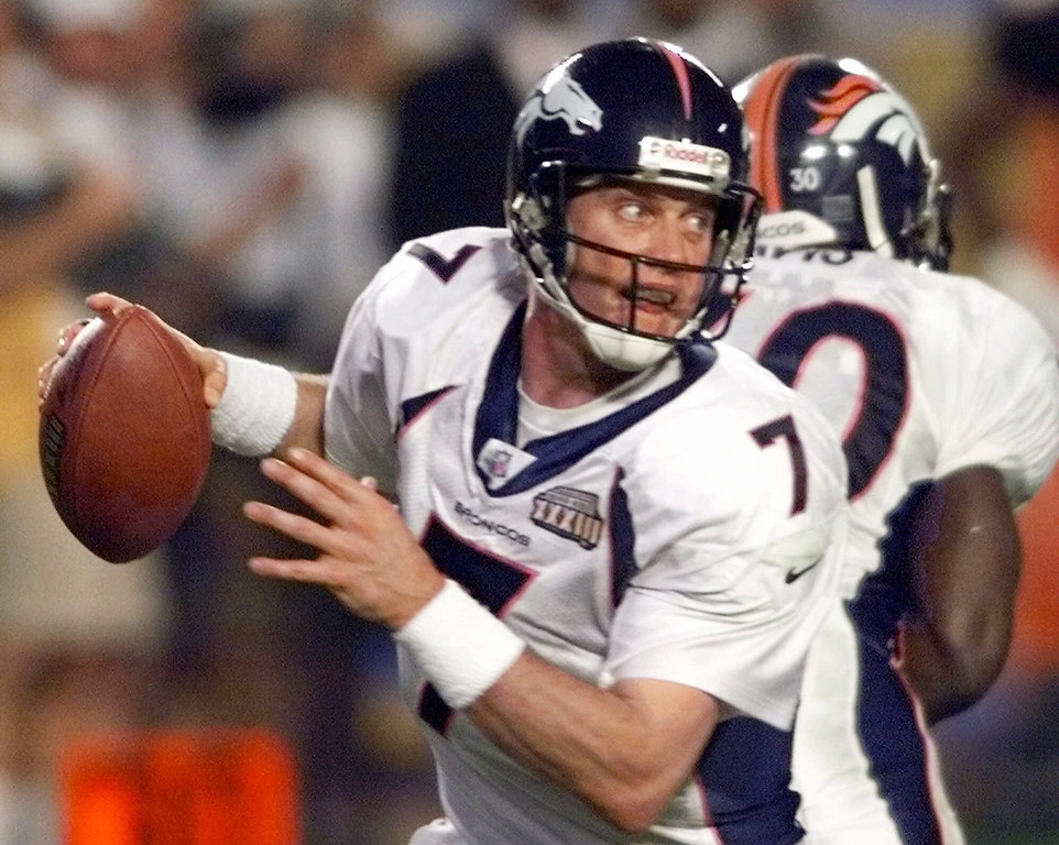 . Denver Bronco quarterback John Elway scrambles out of the pocket during the third quarter of Super Bowl XXXIII against the Atlanta Falcons in Miami, Sunday, Jan. 31, 1999 at Pro Player Stadium.  The Broncos beat the Falcons 34-19 in Sunday\'s game.  (AP Photo/Eric Draper)