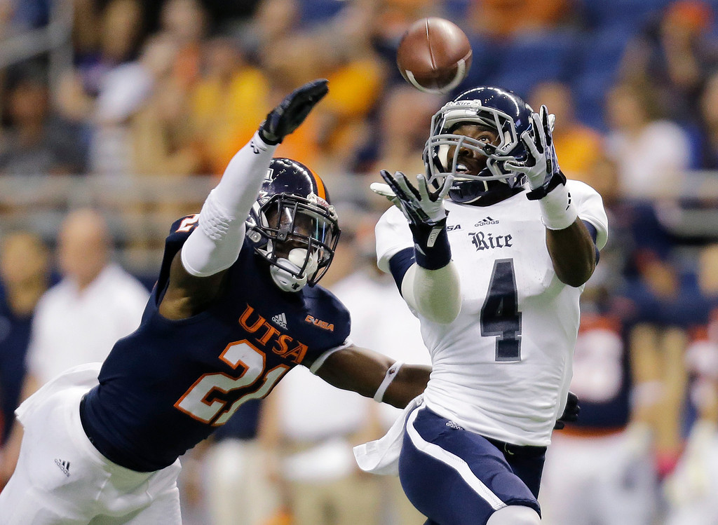 . Rice\'s Dennis Parks (4) reaches for a pass as UTSA\'s Bennett Okotcha (21) defends during the first half of an NCAA college football game on Saturday, Oct. 12, 2013, in San Antonio. (AP Photo/Eric Gay)