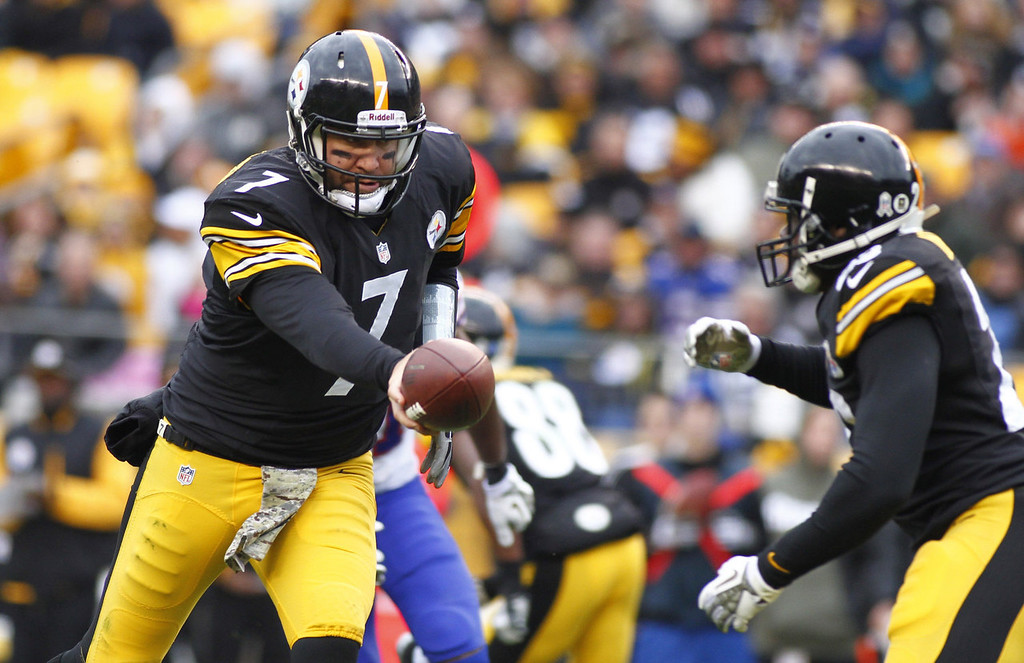 . Ben Roethlisberger #7 of the Pittsburgh Steelers hands off to Felix Jones #23 during the game against the Buffalo Bills on November 10, 2013 at Heinz Field in Pittsburgh, Pennsylvania.  (Photo by Justin K. Aller/Getty Images)