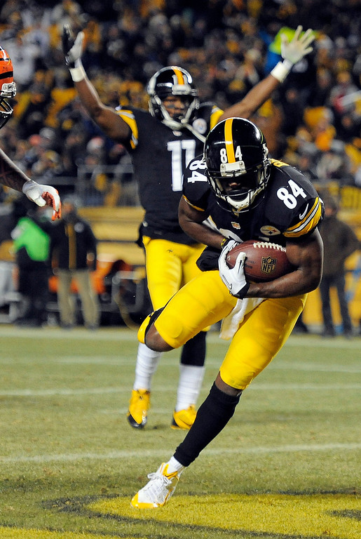 . Pittsburgh Steelers wide receiver Antonio Brown (84) goes in for a touchdown as wide receiver Markus Wheaton (11) celebrates in the first quarter of an NFL football game against the Cincinnati Bengals on Sunday, Dec. 15, 2013, in Pittsburgh. (AP Photo/Don Wright)